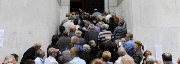 pensionati in fila